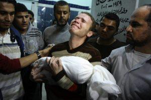 Palästinenser trauern um Kinder, die bei den Bombenangriffen ermordet wurden