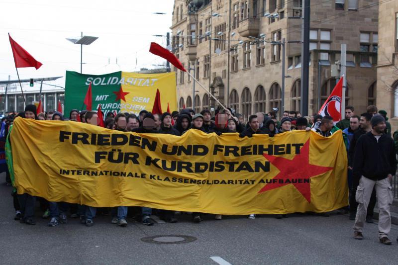 Frieden und Freiheit für Kurdistan! Quelle: http://www.antifaschistische-linke.de/Bilder/2010-11-20-heilbronn-demo.jpg