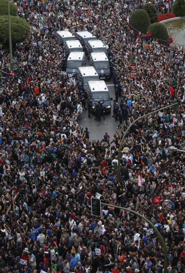 Tausende demonstrieren gegen die Sparpolitik der Regierungen in Spanien, Italien, Griechenland, usw.