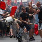 What goes around comes around. Jugendliche Arbeiter*innen widersetzen sich der Polizei in Griechenland